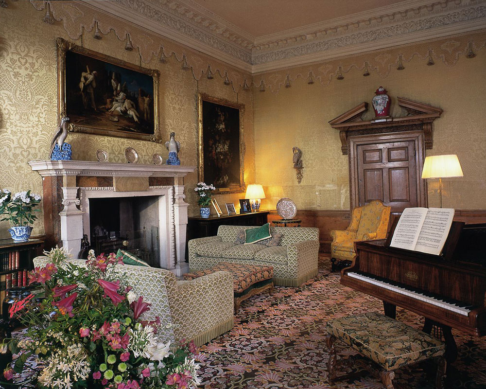 historic house drawing room